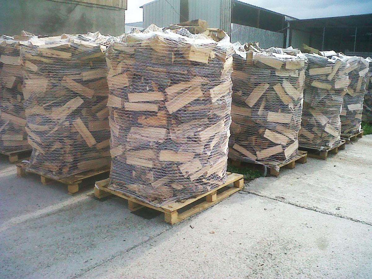 produzione e vendita di legna da ardere bosco verde